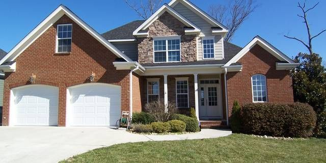 Very open floor plan with covered front porch and dramatic 2 story entry beautibeauti