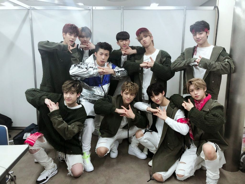Ask K Pop After Performing Together At Kcon 2018 Japan Stray Kids Met Up With 2pm S Wooyoung For A Chat Backstage Kids Fans Stray Kids Seungmin Kids Groups