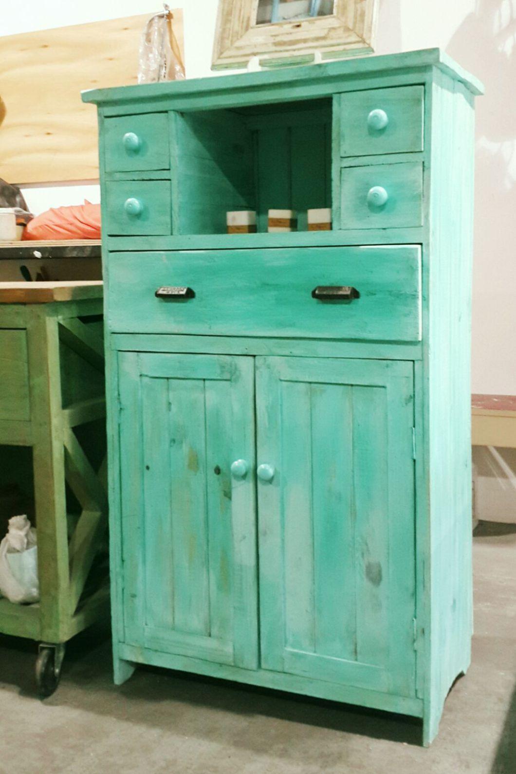 Hecho a mano mueble pintado fotos pint y facebook en Muebles antiguos pintados a mano