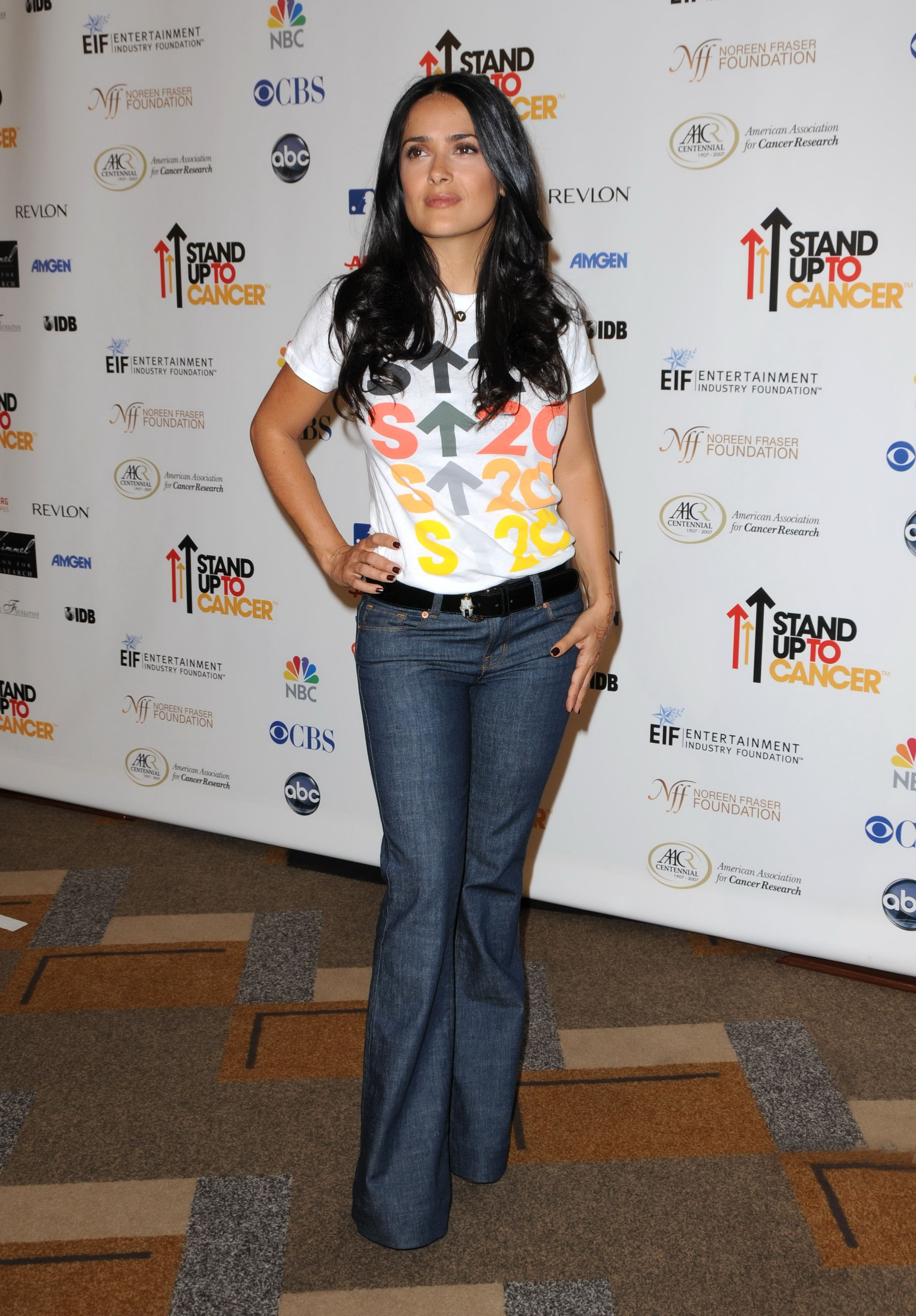 6b0127379d8 Salma Hayek - Stand Up To Cancer - Arrivals
