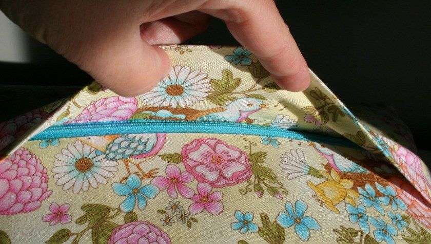 How to Make a Concealed Zipper Pillow Back Zippered