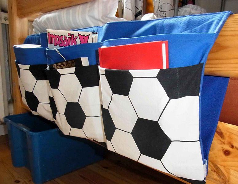 Bettutensilo 6 taschen fu ball fan knallerbse von frau knallerbse auf n hen - Fussball deko kinderzimmer ...