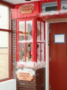 48 Unique Christmas Door Decorating Contest 18 #christmasdoordecorationsforwork