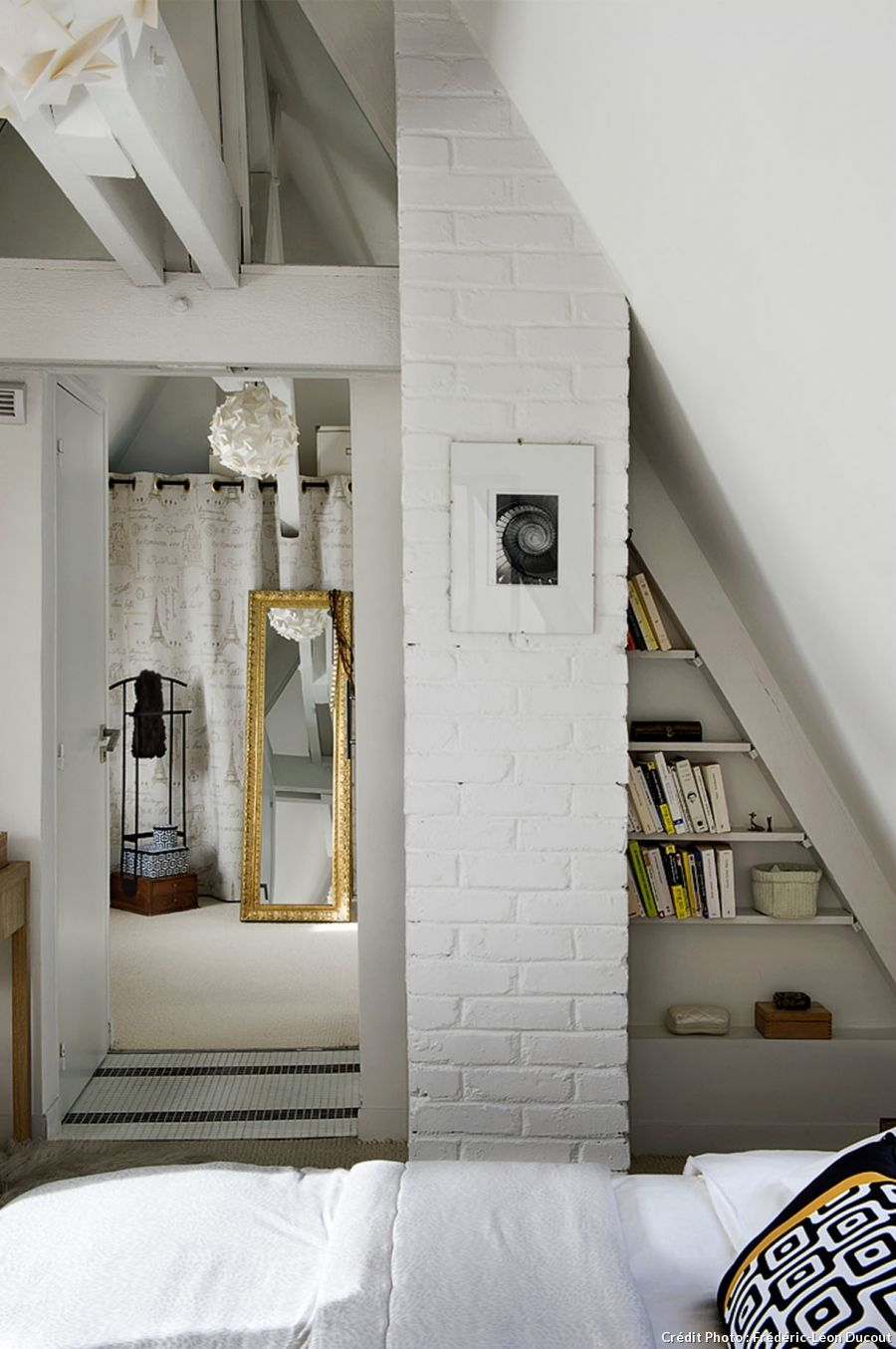 Loft bedroom closets  Un frumos loft și duplex la Paris  Lofts Master bedroom closet and