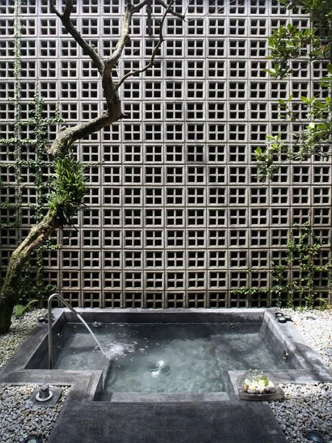 Safari Roof House Vent Wall And Soak Tub Of The Guest Room Viewed From The East Archnet Breeze Block Wall Concrete Block Walls House Roof
