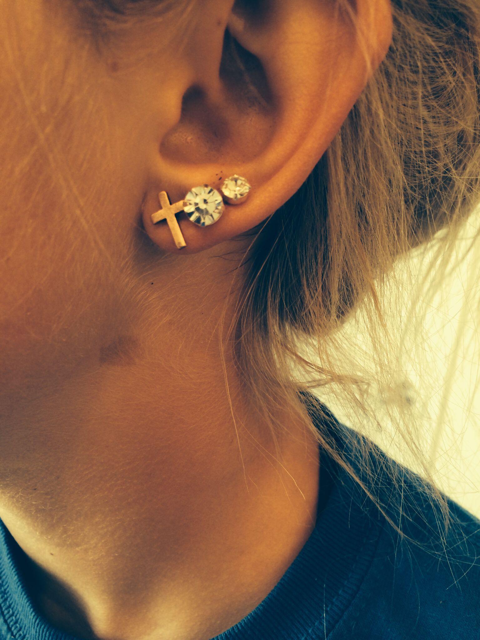 Triple lobe piercing So cool!! ☺️   Body Art   Pinterest