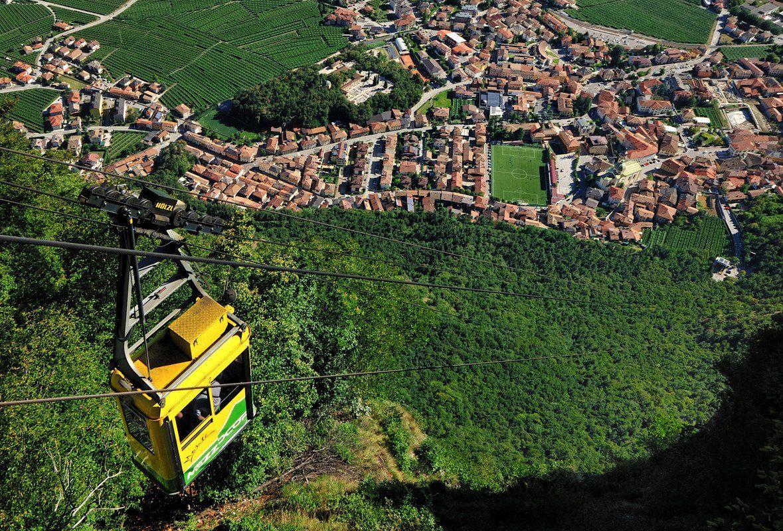 Il Viaggiatore Magazine - Funivia Monte di Mezzocorona, Trento (foto di Albert Ceolan)