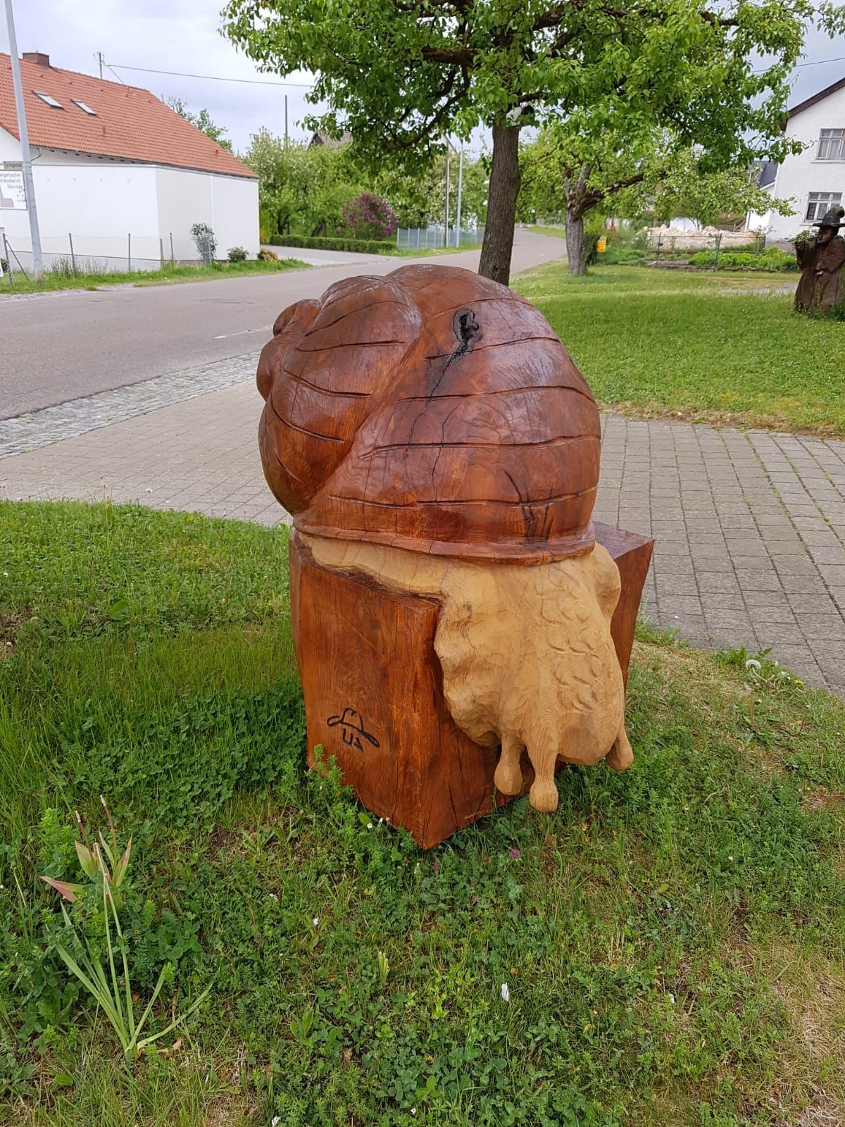 Holz Motorsägen Schnitzen Kettensäge Skulptur Kunst Wood Carving Schnecke