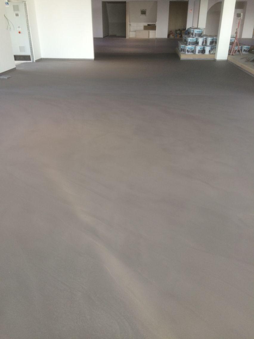 Bodenfl chen fugenlos in hervorragender gl tte 60 verschiedene farbt ne m glich spachtelboden - Bodenbelag badezimmer fugenlos ...