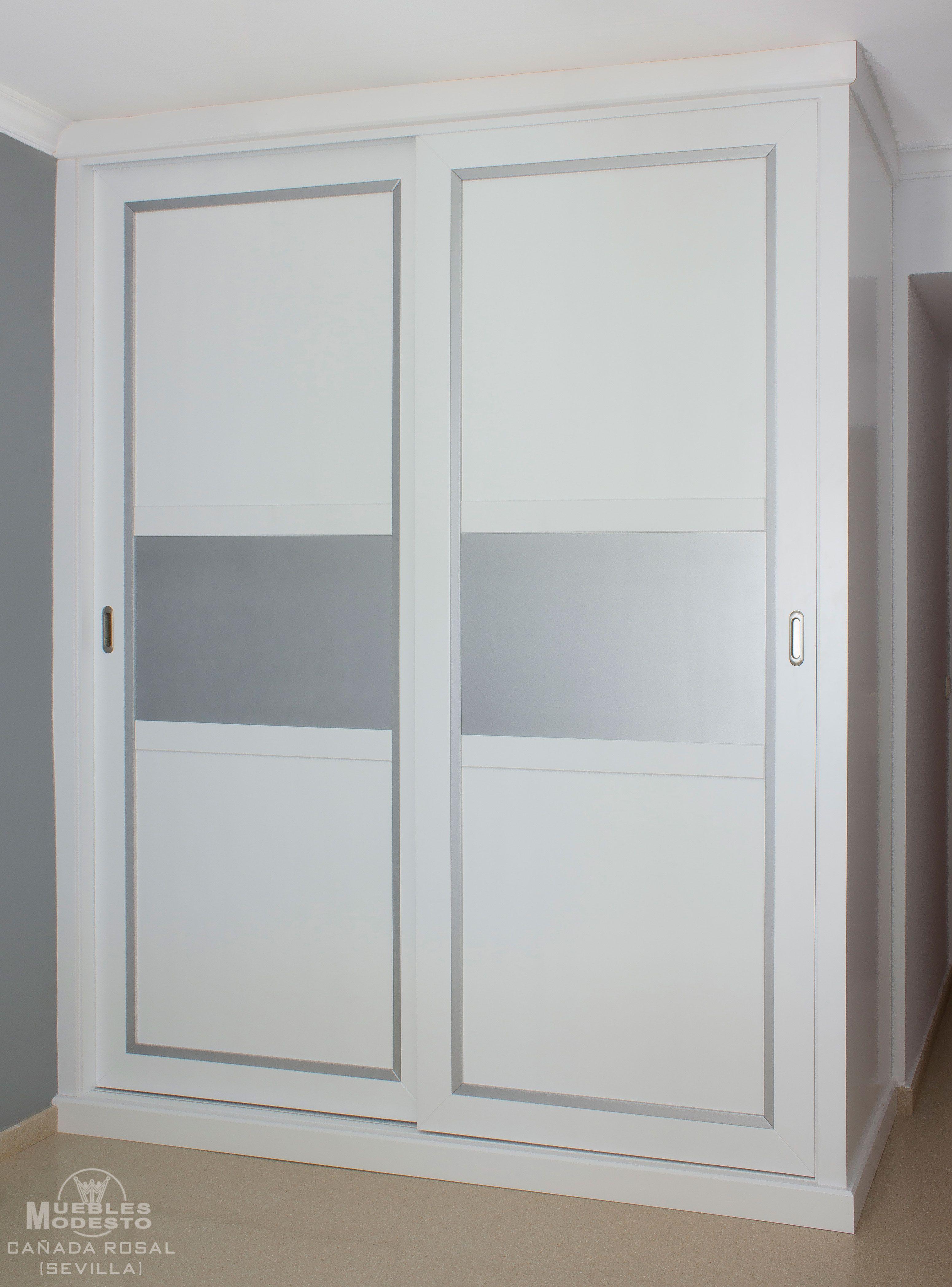 Armario empotrado a medida combinando el color blanco con - Armario blanco puertas correderas ...