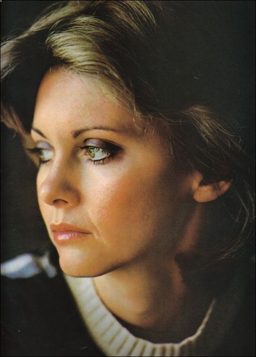 Olivia Newton-John 24X36 Poster Smiling Early 70/'