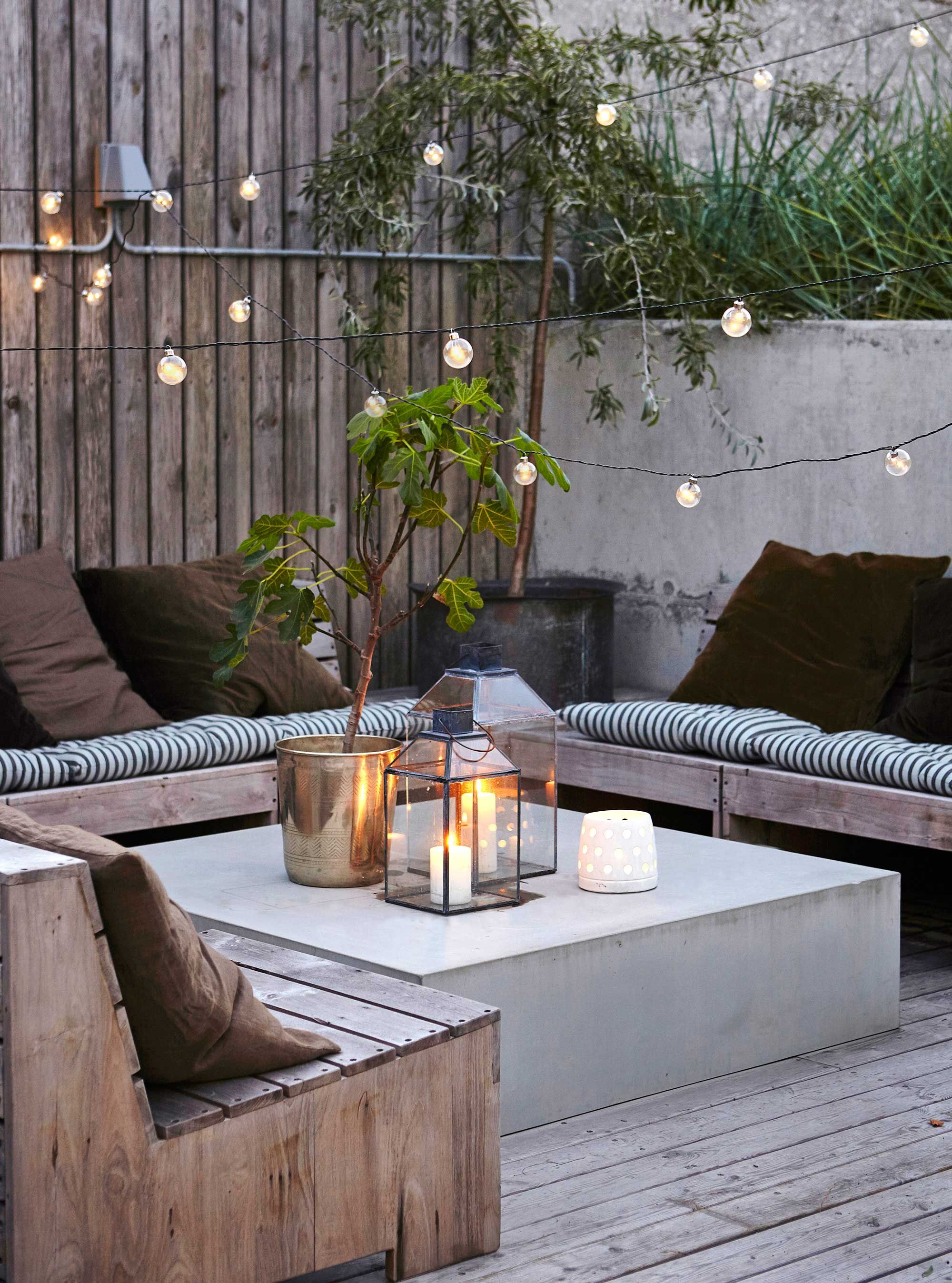 garten lounge ecke stimmung lichter garden design. Black Bedroom Furniture Sets. Home Design Ideas