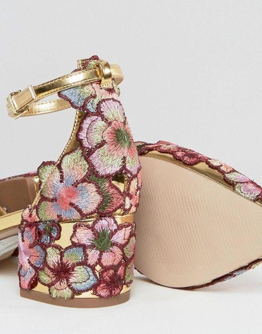 Zapatos de tacón con diseño en punta y bordados STRUT de ASOS RcQN8