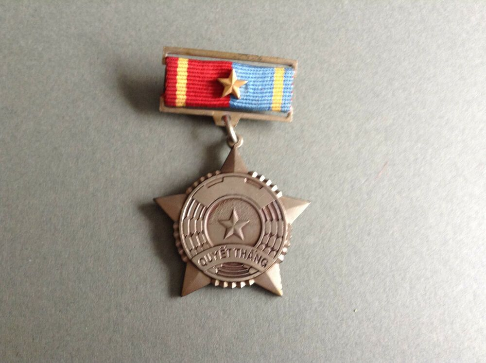 North Vietnam medal regular army and vietcong Huy hiệu