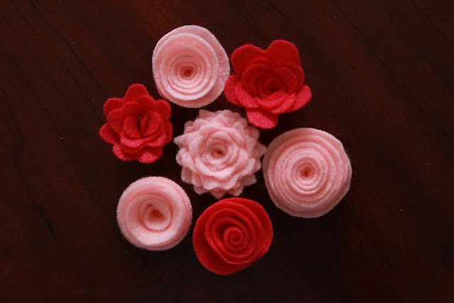 great tutorials for felt flowers- I'm going to try using my metal dies to make the scalloped one..