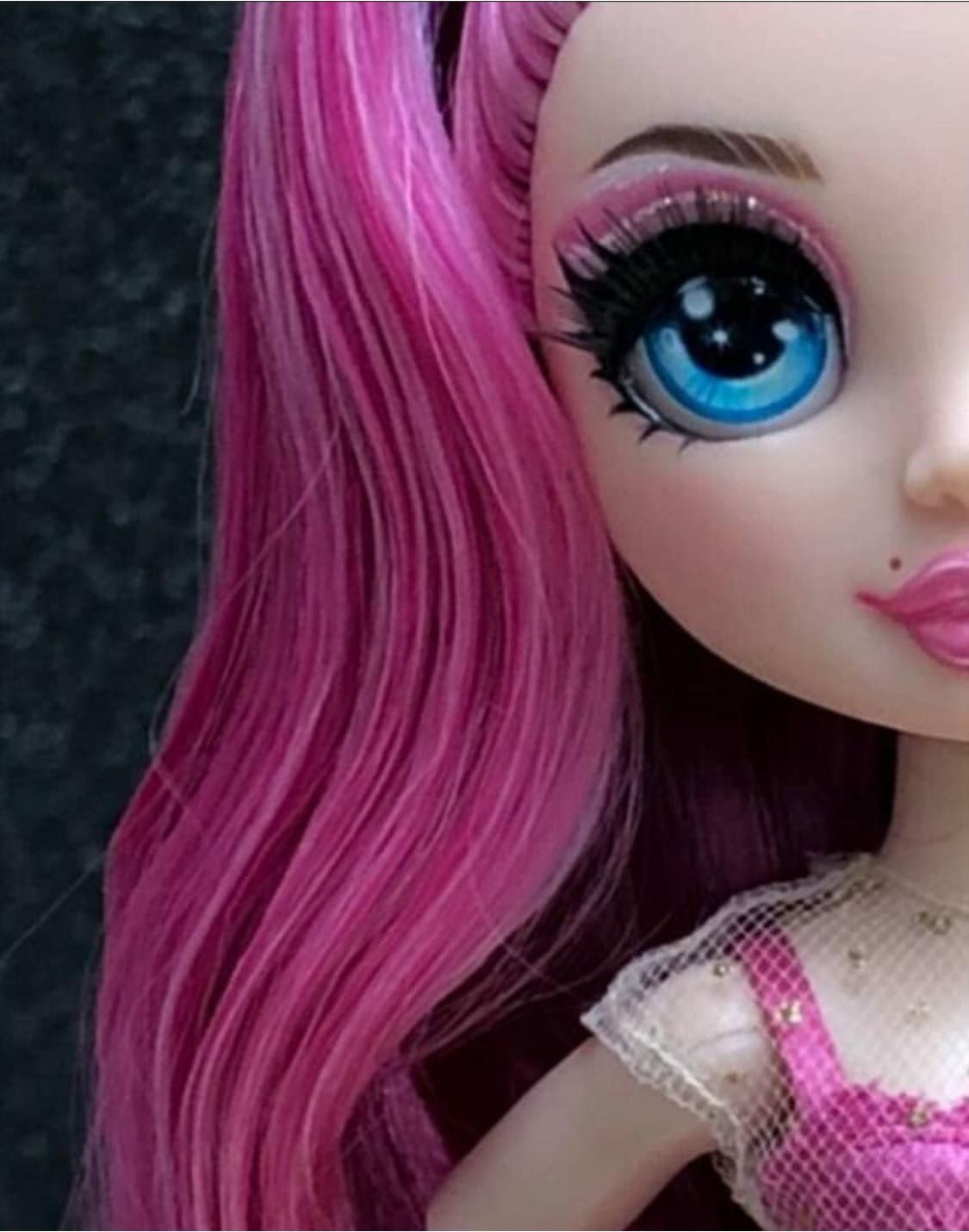 RAINBOW HIGH SERIES 2 BELLA PARKER DOLL WITH 2 OUTFITS PINK HAIR