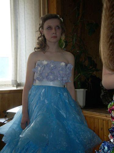 Детские платья из мусорных пакетов