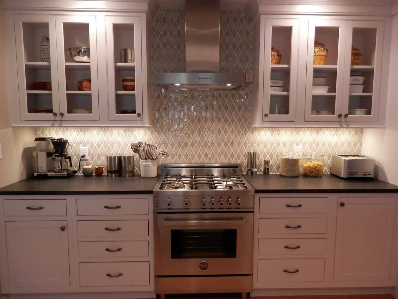 Encore Ceramics Arabesque Mosaic Kitchen Backsplash Hand Glazed In Silver Le And Shadow Quartz