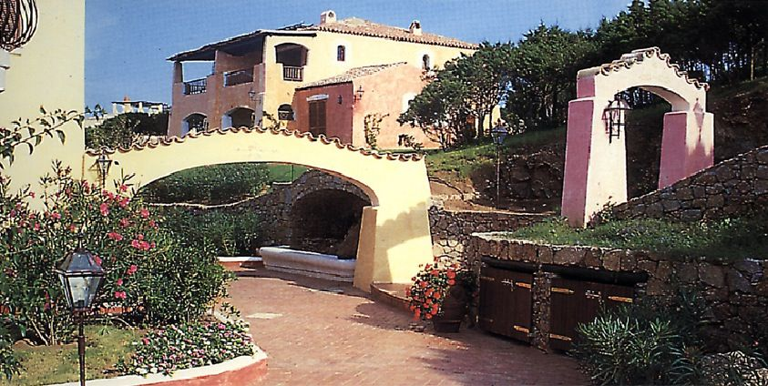 L elitario residence costruito davanti al mare di cala del faro a