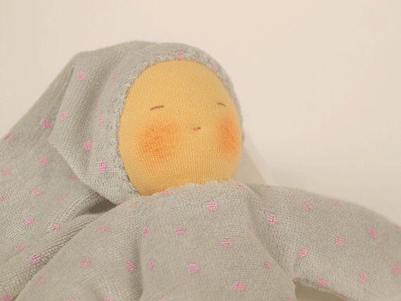Première poupée Waldorf cadeau de naissance gris à par MainsDeLaine