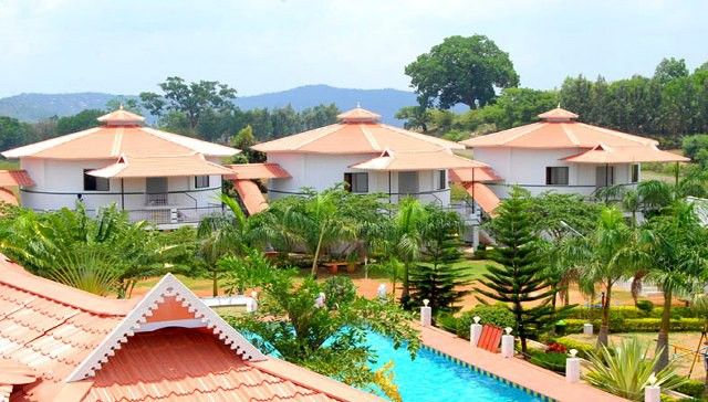 Make your Trip Amazing with Best Hotels in Yelagiri Lush green and - plan maison demi sous sol