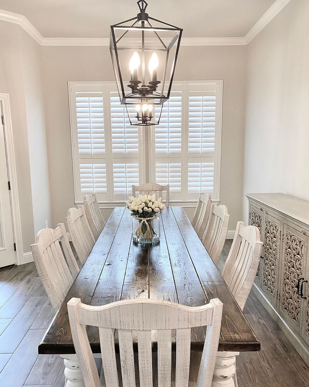"""Farmhouse Fanatics on Instagram: """"What's the ideal seating capacity of a #diningroomtable? 🤔 (📸 @farmhouseonfourthstreet) — I think 8 is perfect 😊 I am totally swooning over…"""""""