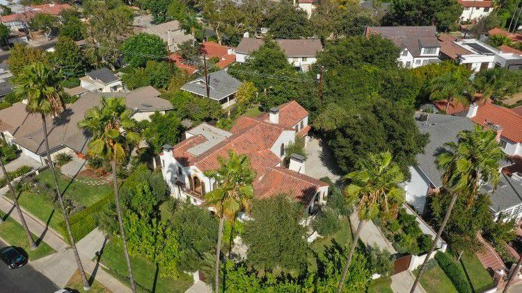 5 5m Historic Klump Estate Shines Spotlight On Old Hollywood Glamour Island Pictures Toluca Lake Luxury Real Estate