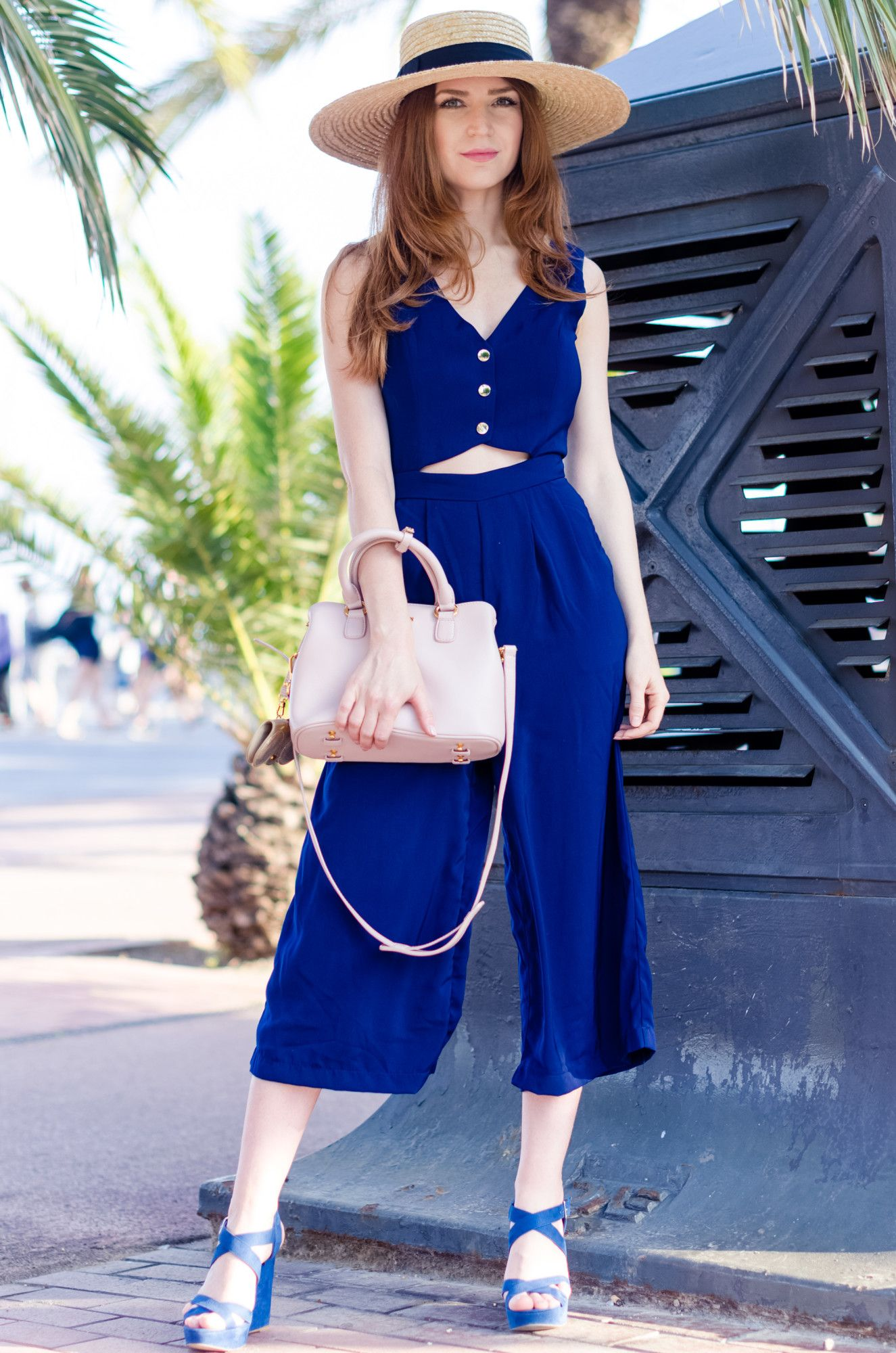 fcf58490480a A blue jumpsuit and a straw hat is the perfect combination for the summer  3