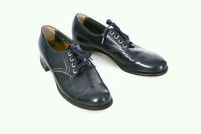 Vintage navy Oxford shoes. Bidding starting at $ 30.00 Womens size 10. Great vintage shape.