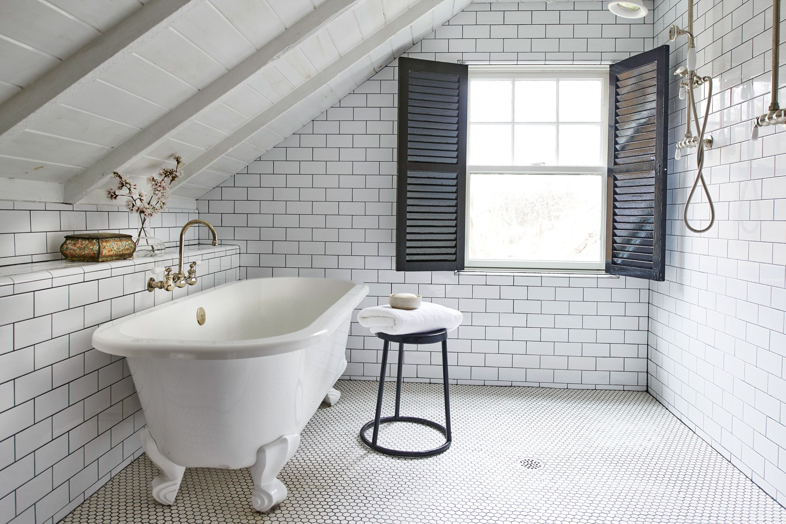 Our Favorite Bathroom Subway Tile Ideas White Subway Tile Bathroom White Bathroom Tiles Subway Tiles Bathroom