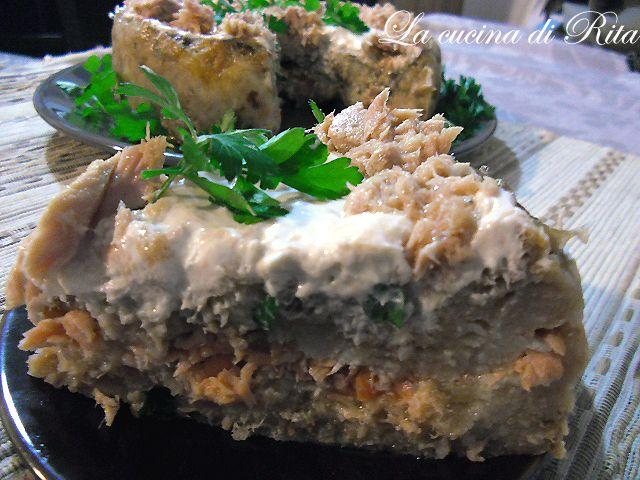 Quandioil pane secco si trasforma in un elegante antipasto di pesce : la torta salata di pane raffermo con tonno e salmone. Davvero economica e di gran resa!