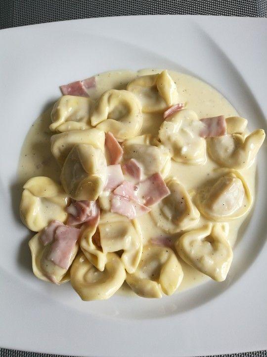 Tortellini in Schinken - Käse - Sahne - Sauce von Zauberfee026 | Chefkoch #creamcheeserecipes