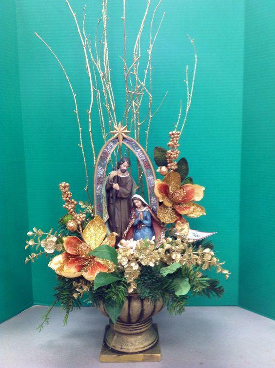 Resultado de imagen para arreglos navideños con nacimiento Fleur - jardines navideos