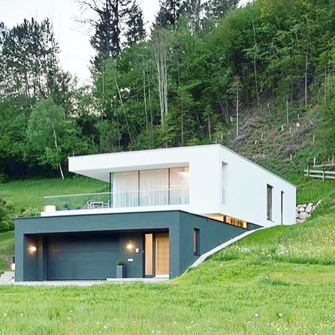 Este posibil ca imaginea să conţină casă, copac, cer, plantă şi ...