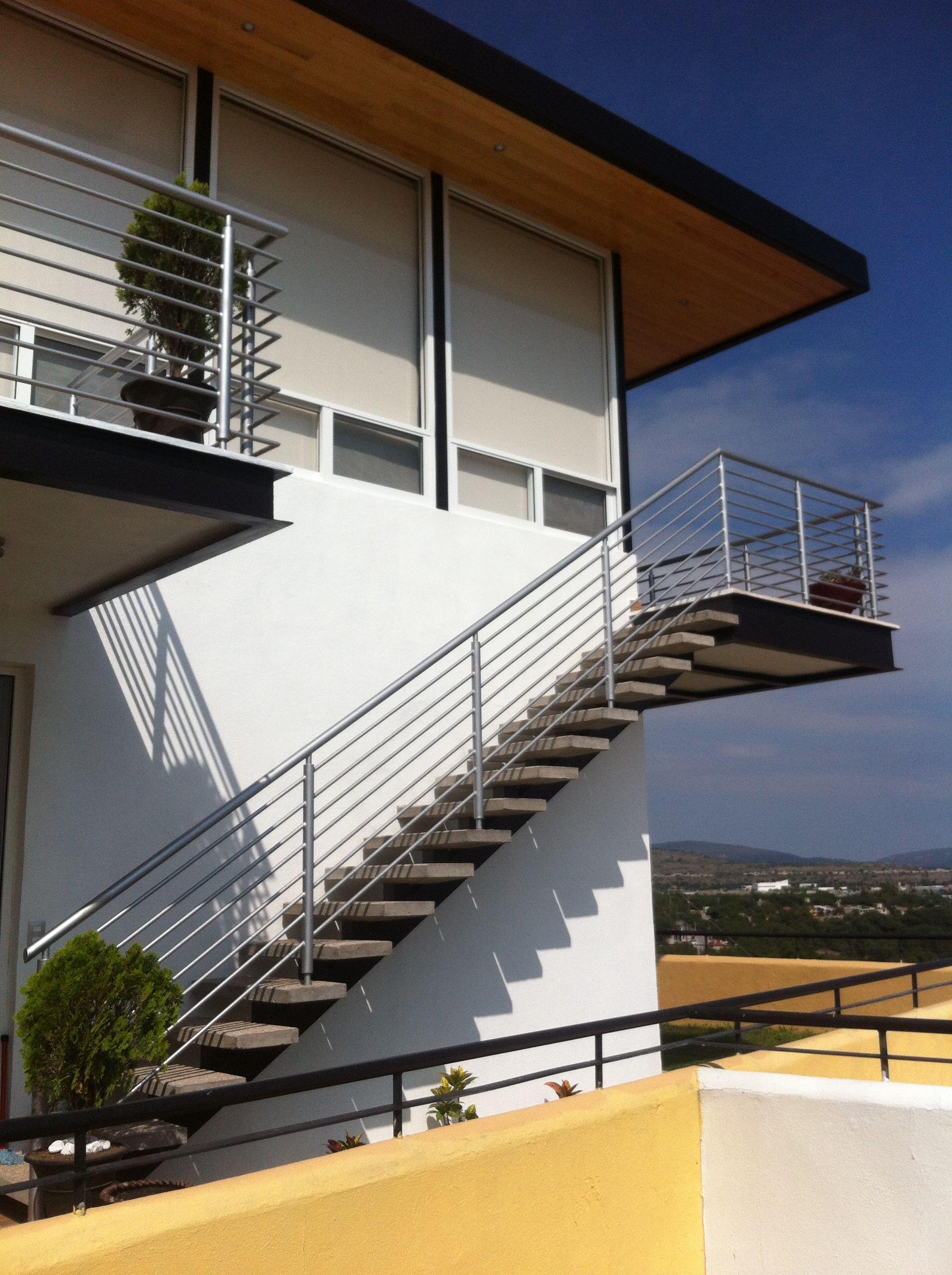 Arquitectura Casas Escaleras Exteriores Arquitectura: Escalera Exterior Con Peldaños De Concreto Deslavado, Esqueleto Armado De Varilla Y Lámina