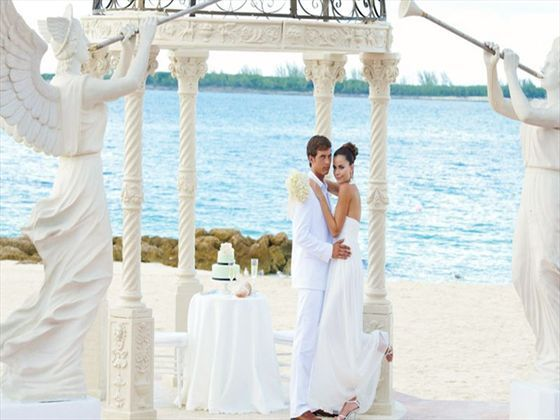 Bride and groom at Sandals Royal Bahamian