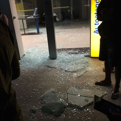Três PMs trocam tiros com 15 bandidos e impedem assalto ao Banco do Brasil em Madalena: ift.tt/28OMSeX