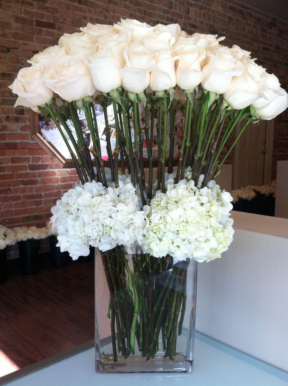 Send Classic Roses And Hydrangea Flowers In Chicago Il Flower Arrangements Unique Flower Arrangements Flower Arrangement Designs