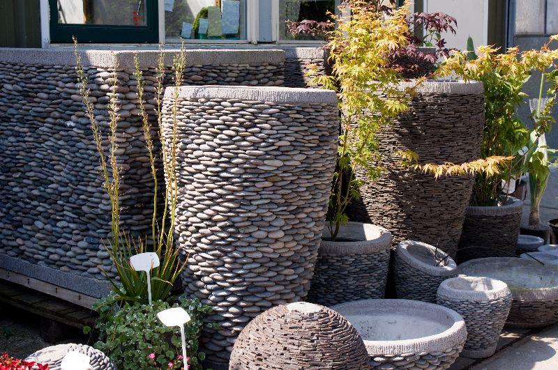 Stenen plantenbakken op pinterest betonnen potten betonnen bloembakken en cement planters for Tuin decoratie met stenen