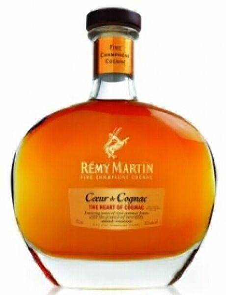 Es ist nicht nur die edle Flasche und die hell goldene Farbe, die Liebhaber in ihren Bann zieht, sondern auch seine weiche Konsistenz