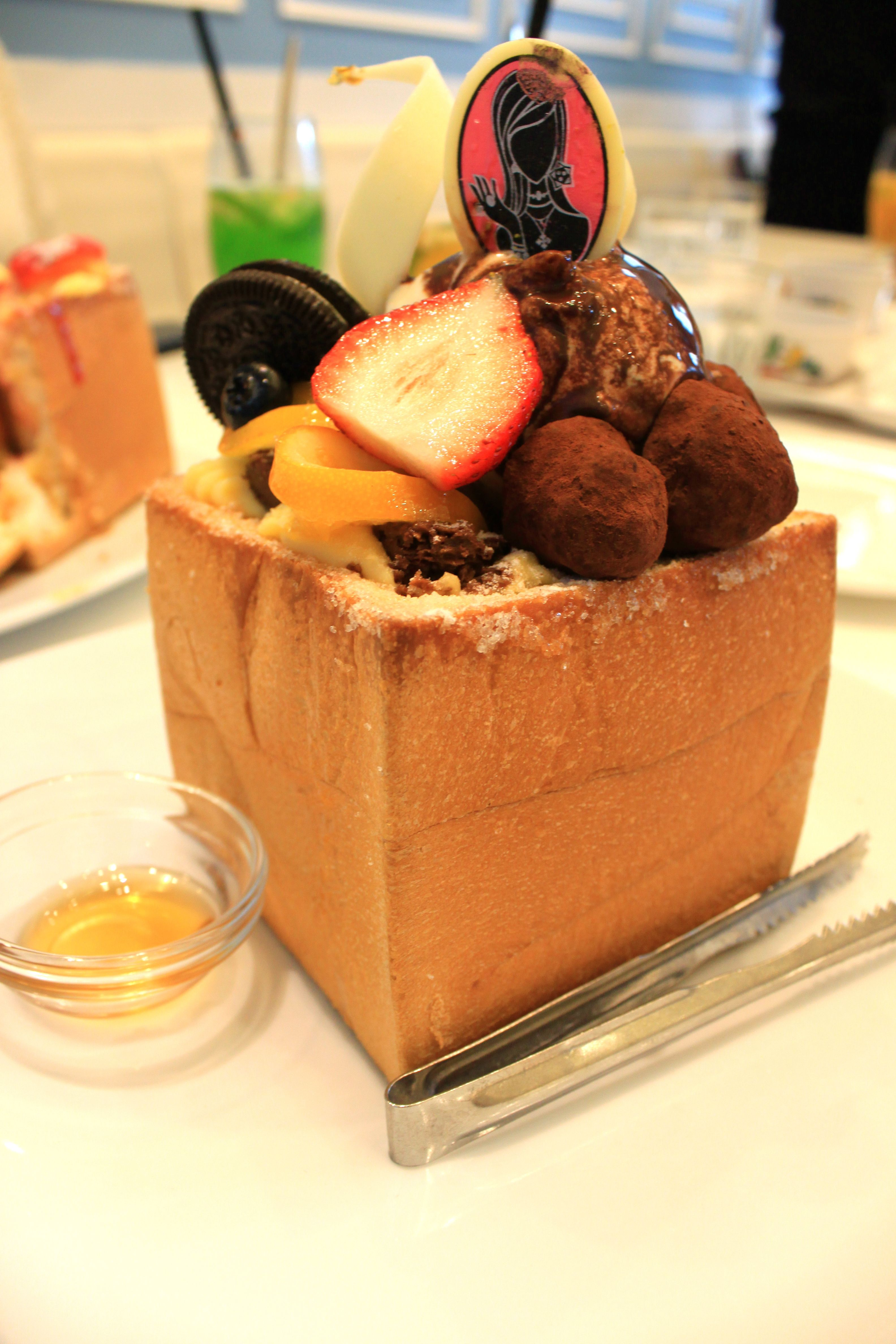 Honey Toast @ Dazzling Cafe in Taiwan!