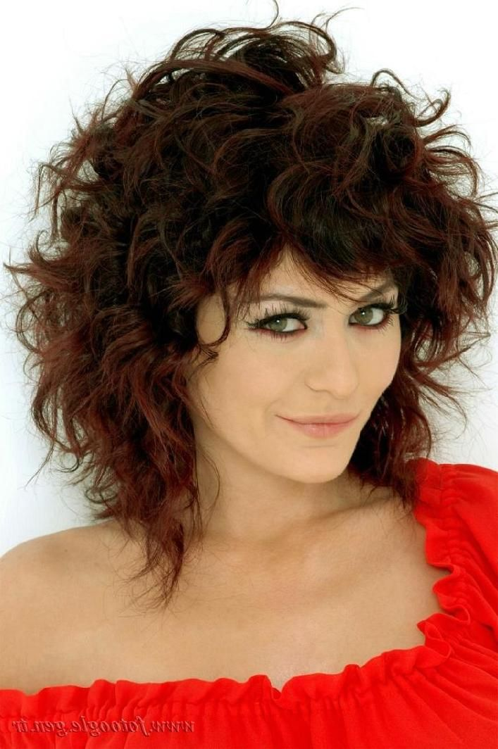 25 Medium Length Curly Hairstyles For Womens Capelli Pinterest