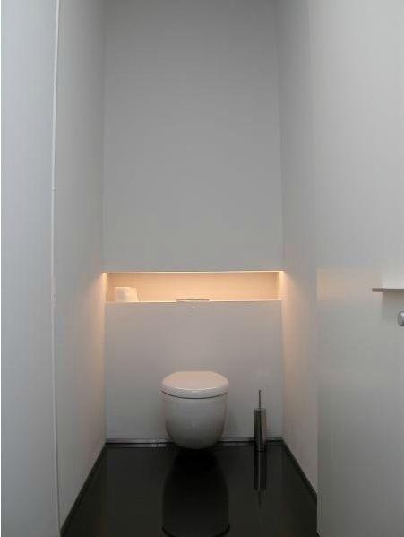 Pin van gusta op badkamer pinterest wc badkamer en for Indirecte verlichting toilet