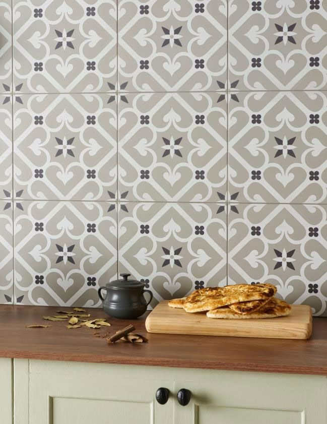 epoque has an appealing trellis design which weaves into a complex