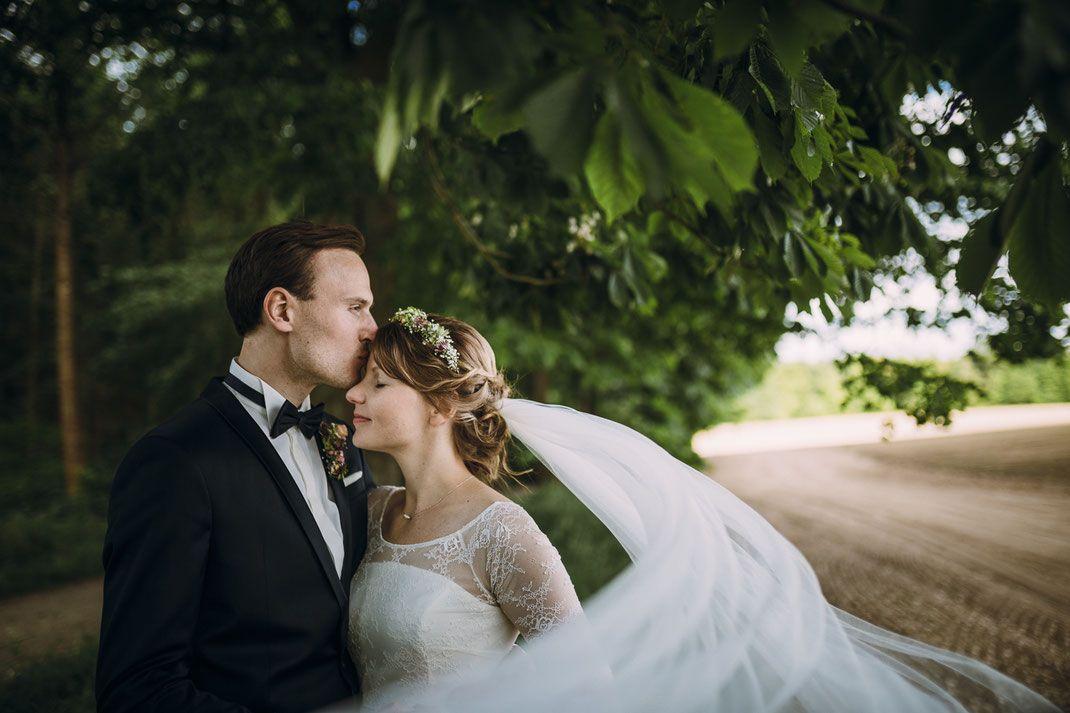 Paarfoto // Hochzeitspaar // Brautpaar // Schleier // Wedding // Couple // Bride // Weddings // Photographer: Anne Hufnagl // www.romanticshoots.de