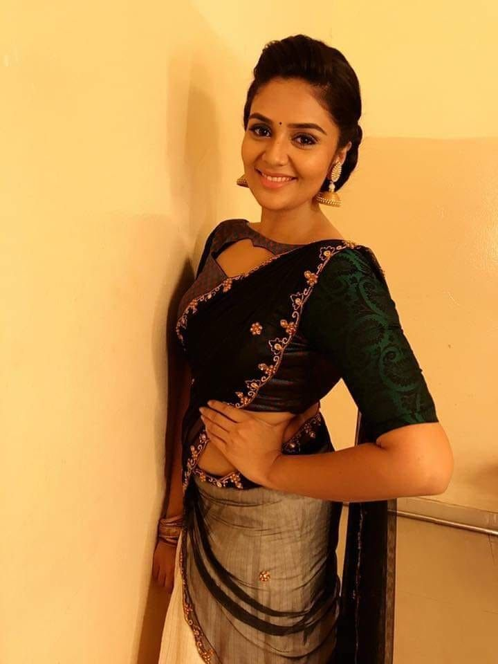 Pin by Rohithb on Anchor Sreemukhi | Oscars red carpet ...