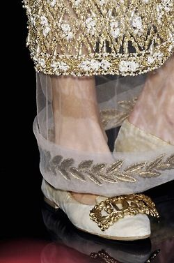 highqualityfashion:   Dolce & Gabbana FW 06 details
