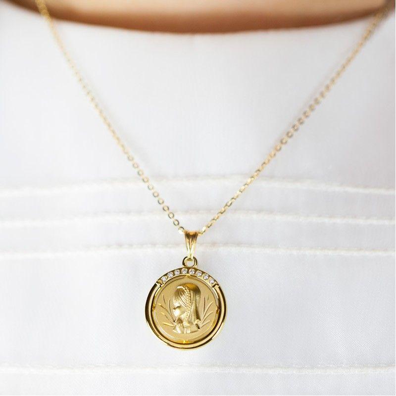 cff65921db7 Esta medalla de comunión de oro con circonitas es fantástica para regalar  el dia de la