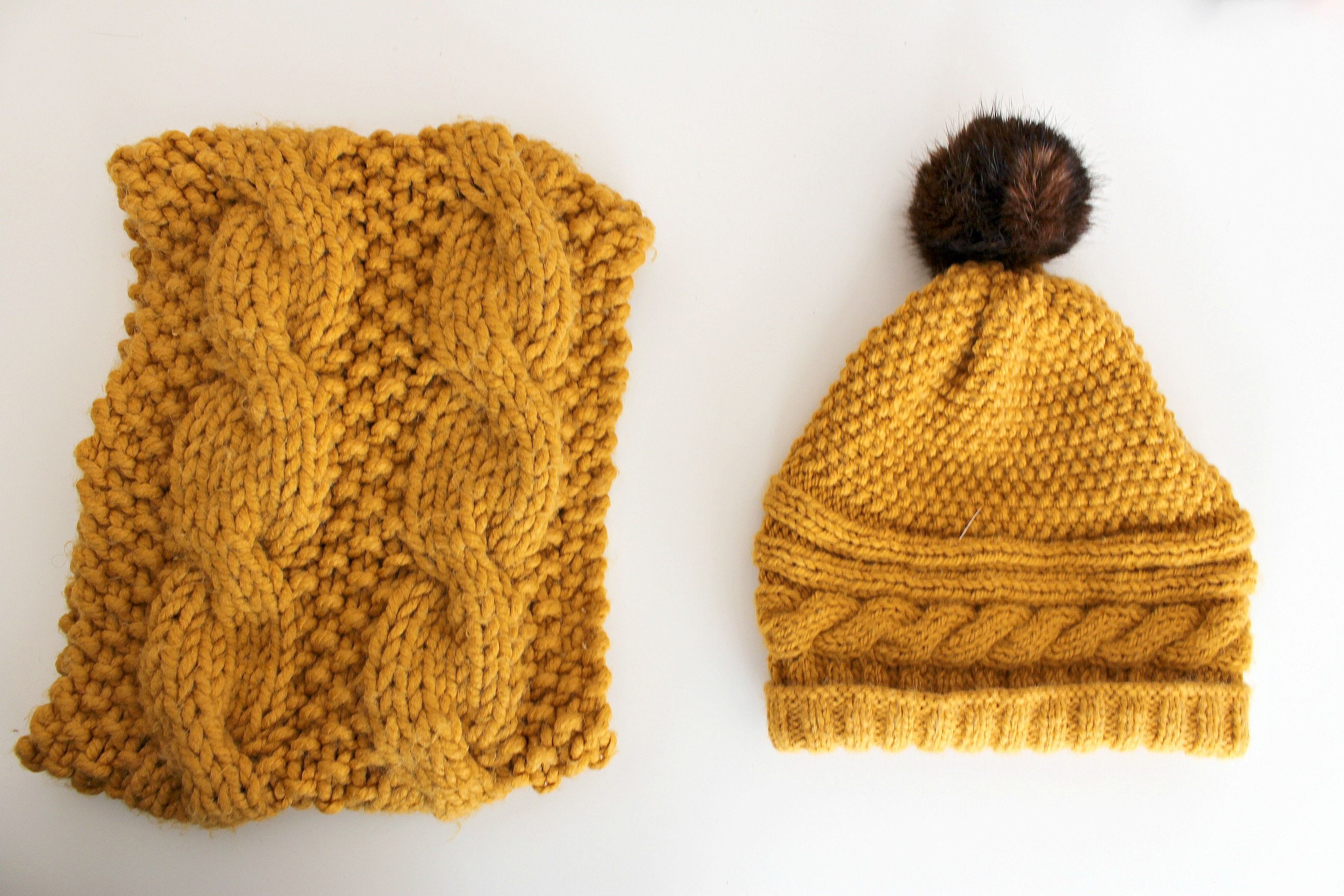 Snood et bonnet couleur moutarde au tricot Le snood est un modèle de chez  Katia Quelques réalisations au tricot - Mamzellessaye  diy  tricot  katia   snood   ... dfea61ee5a8