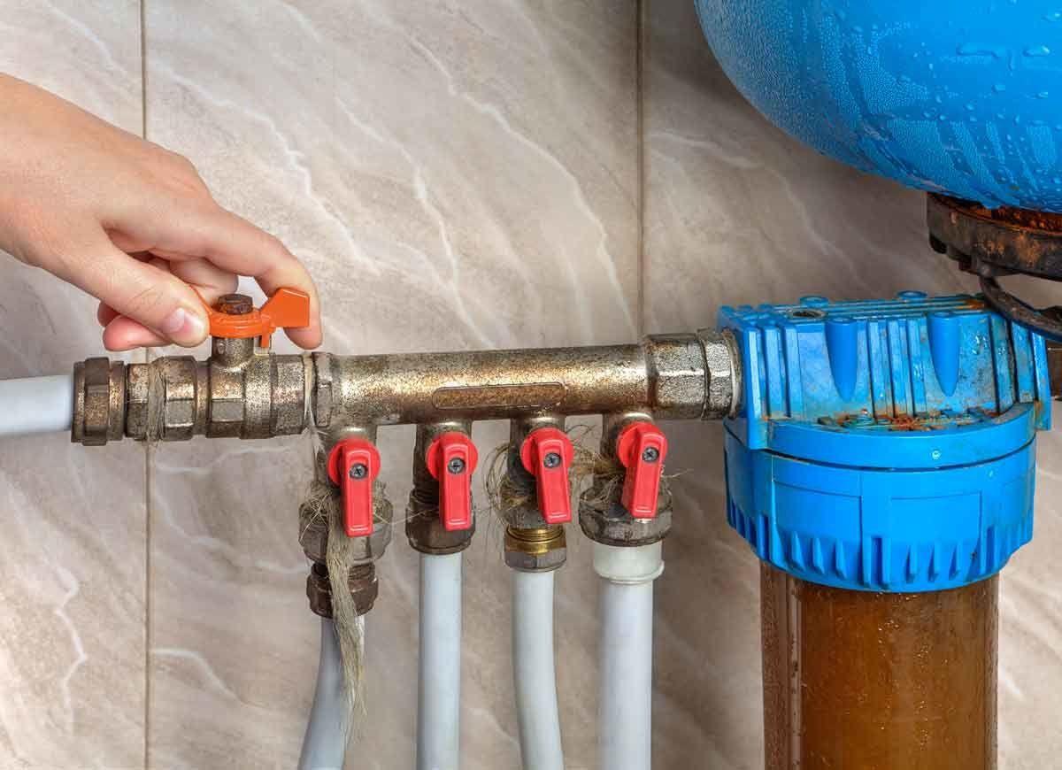 10 Plumbing Tips Everyone Needs To Know Plumbing Dripping